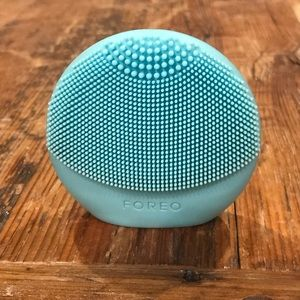 Blue Luna Foreo sonic silicone face cleaner
